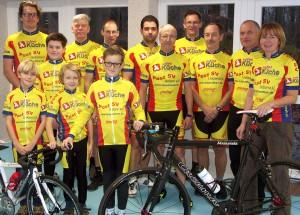 Übergabe der neuen Radsportkleidung im neuen Fitnesscenter des Post SV Uelzen (aufgrund der schwierigen Terminabstimmung während der Weihnachtsferien hier nur etwa ein Drittel der aktiven Fahrer im Bild).