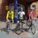 Rennradfahrer vor dem Hundertwasser-Bahnhof Uelzen