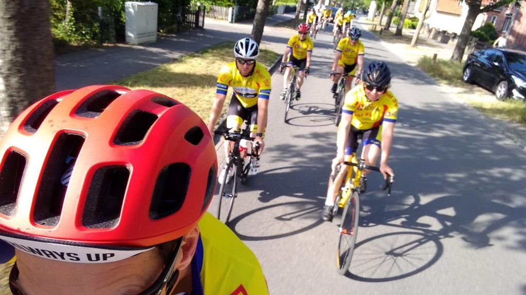Das Radsportteam unterwegs zum Training.
